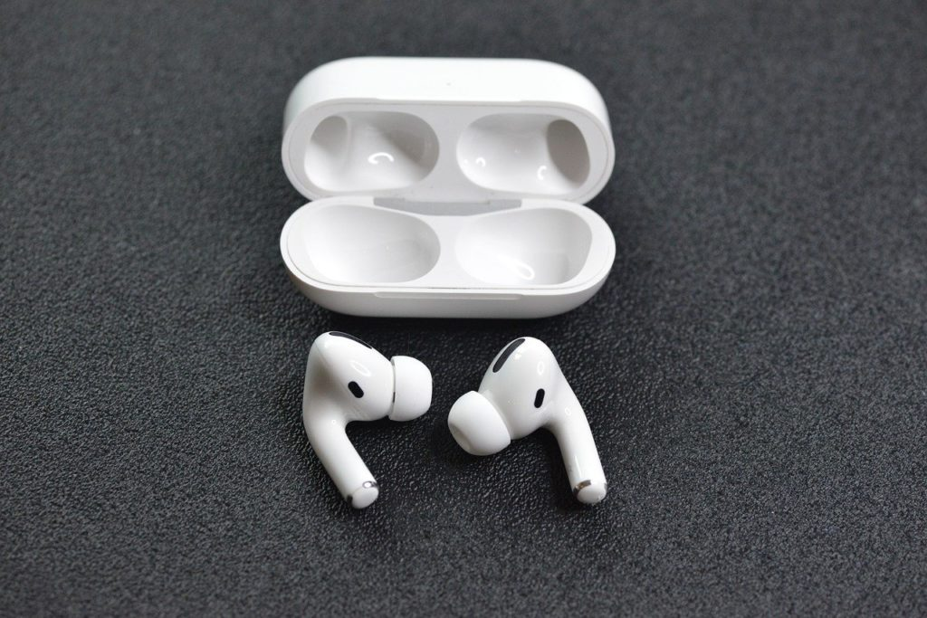 Noise cancelling Earbuds - apple airpods